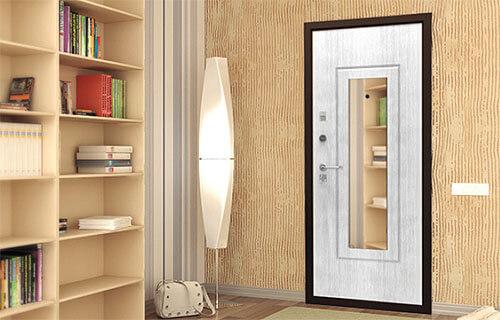 дизайн коридора с входной дверью с зеркалом