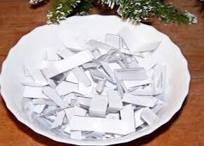 Бумажки с именами будущей суженой (фото)