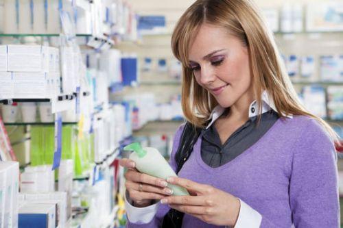 Выбор шампуня в магазине (фото)